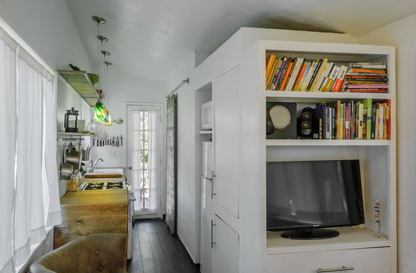 Do It Yourself Home Design: Stunning Tiny House Built On A Gooseneck Flatbed Trailer