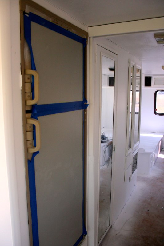 how to spray paint the interior of your rv in 13 pictures. Black Bedroom Furniture Sets. Home Design Ideas