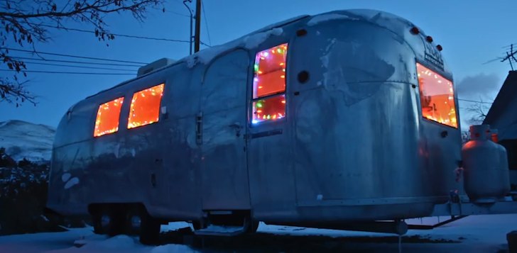This Man Lives In The Nevada Desert In A Vintage 1966 Airstream Overlander [VIDEO]