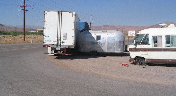 Airstream Lovers Wince As Truck Turns Too Sharply And Hits Vintage 1964 Globetrotter