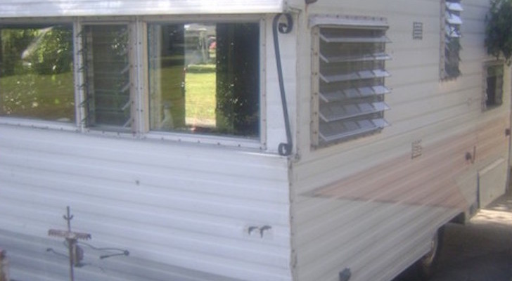 A Husband Surprised His Wife With An Old, Rusty Trailer And She Made It Beautiful