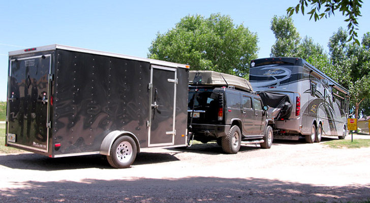 RV Triple Towing Pros, Cons and Legal Rules of the Road