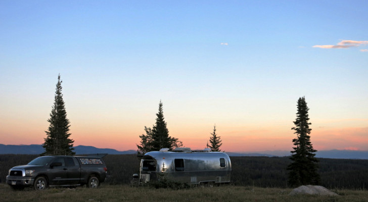 Boondocking Checklist: 10 Essential Items For Off-Grid Camping