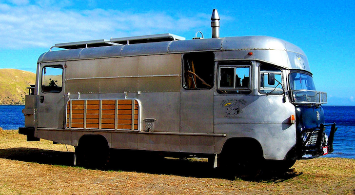 1977 Bedford Bus Conversion Looks Like An Airstream – But It's Not