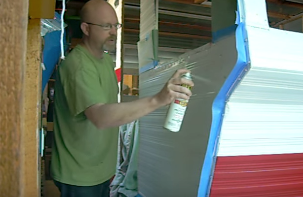 He Painted The Exterior Of His Antique Shasta Camper For Less Than $50, And It Turned Out Great