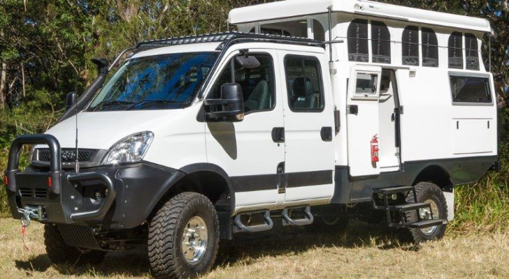 Earth Cruiser Gets Off-Road And Off-Grid Without Sacrificing Comfort