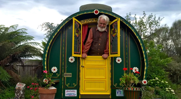 This British Puppeteer Builds Gypsy Wagons From Recycled Materials (8 Photos And Video)