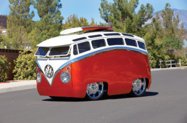 """Meet The """"Surf Seeker"""": This Custom Bus Looks Like It Came Straight Out Of A Cartoon"""